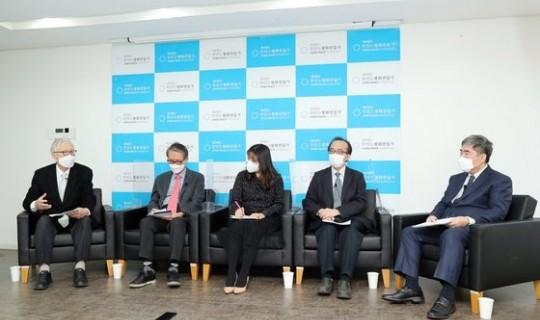 "<div><a href='http://www.koreapeace.foundation/bbs/board.php?bo_table=sub02_02&wr_id=44' class='btn btn-skin btn-slide'>[2021년 신춘대담] ""남북 관계 개선을 비핵화 개선 앞에 놓…</a></div><br/><br/>2021-03-05"
